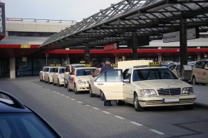 Taxis_at_EDDT-300x200